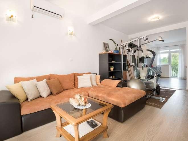 Apartments Pina